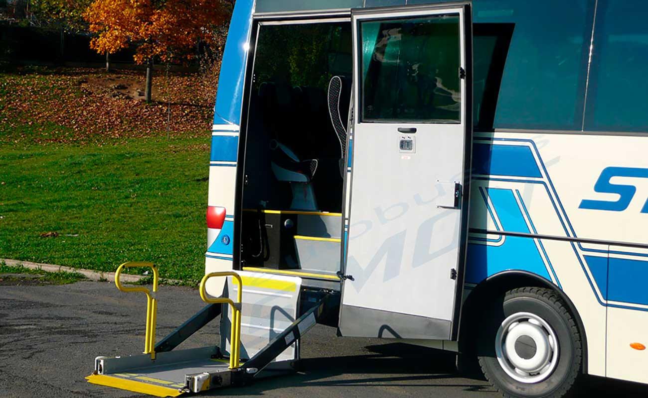 Autobús con plataforma PMR
